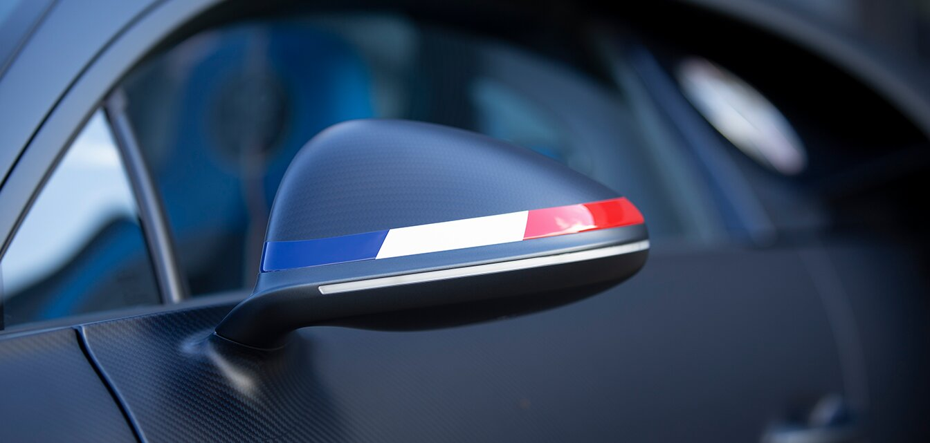 Bugati French flag on the wing mirrors