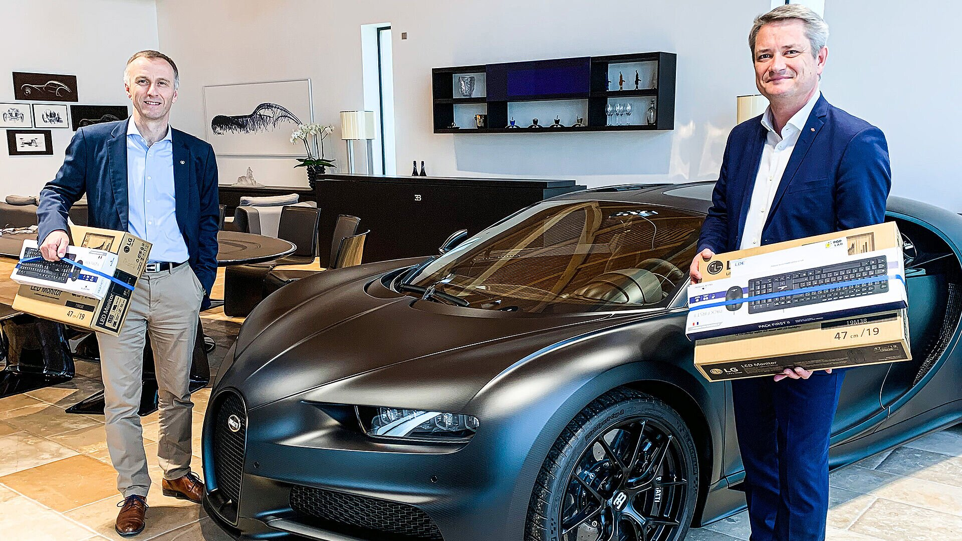 [Translate to Deutsch:] Frédéric Fritsch, Directeur Général of LDE and Christophe Piochon, Directeur Général of Bugatti and Member of the Board of Management for Production and Logistics
